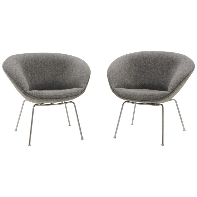 Pair of Pot Chairs by Arne Jacobsen for Fritz Hansen, Restored, Maharam Fabric 1