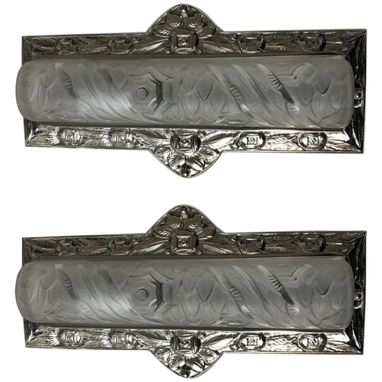 Pair of French Art Deco Floral Wall Sconces by Schneider
