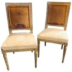 Satz von acht schwedischen Stil Distressed Stühle, Polster brauchen