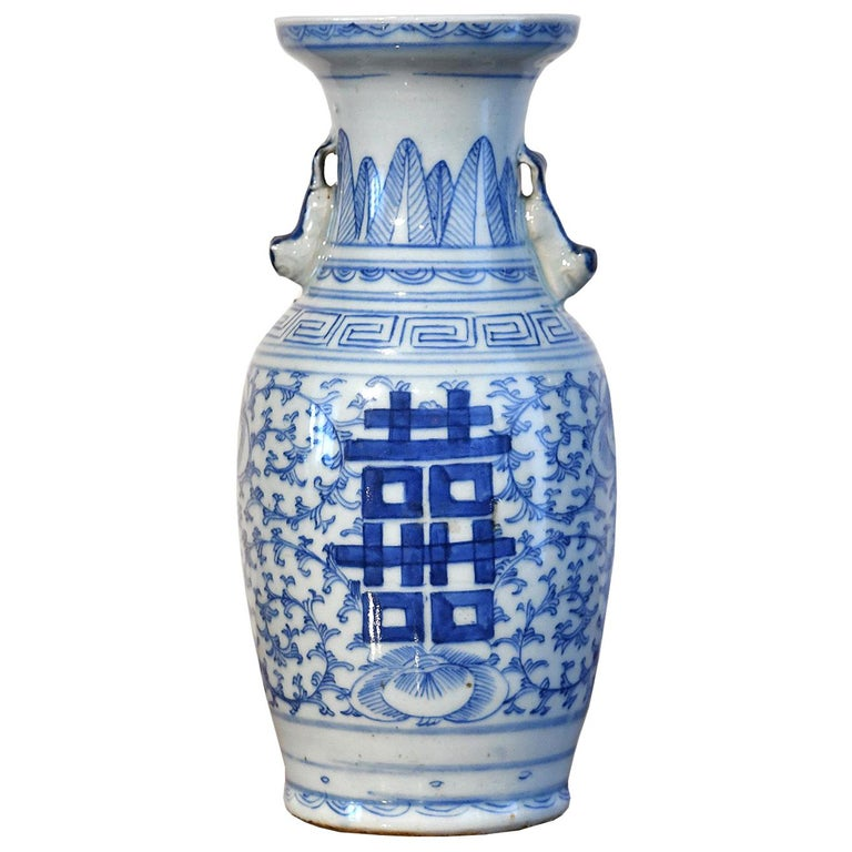 Chinese Qing Blue and White Porcelain Vase with Foo Dogs and Double Happiness For Sale