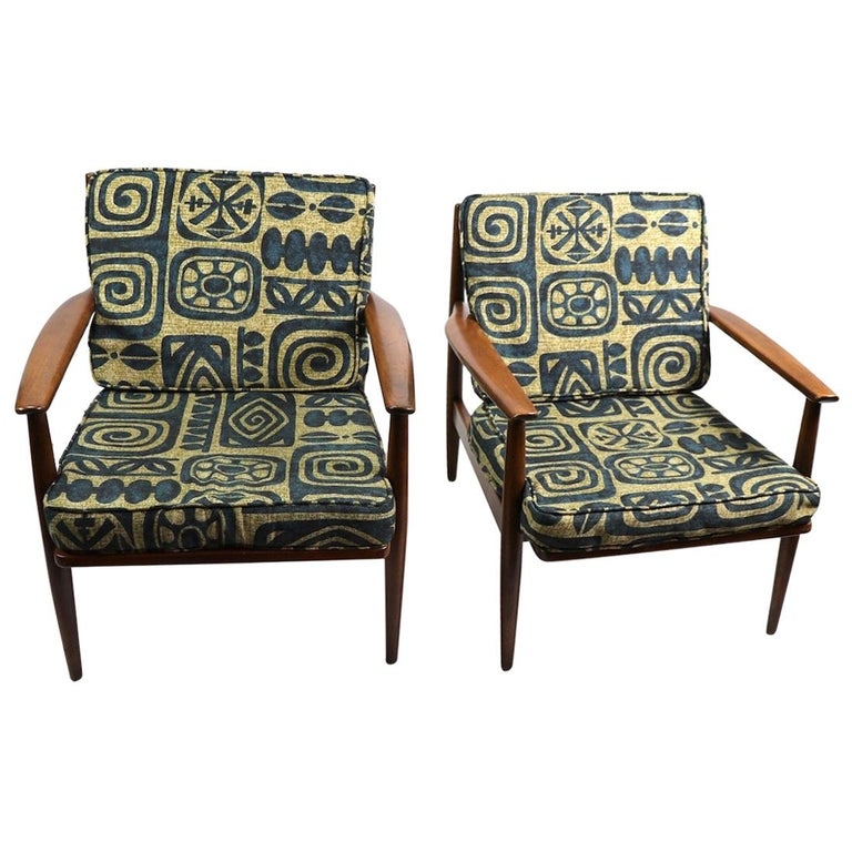 Pair of Mid Century  Lounge Chairs by Baumritter For Sale