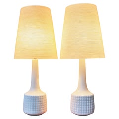Incised Cream Ceramic Lotte & Gunnar Bostlund Lamps with Fiberglass Shades, Pair