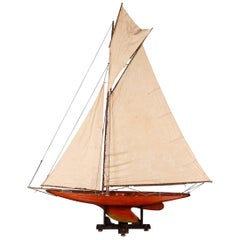 Antique 20th Century English Gaff Rigged Racing Pond Yacht, circa 1920