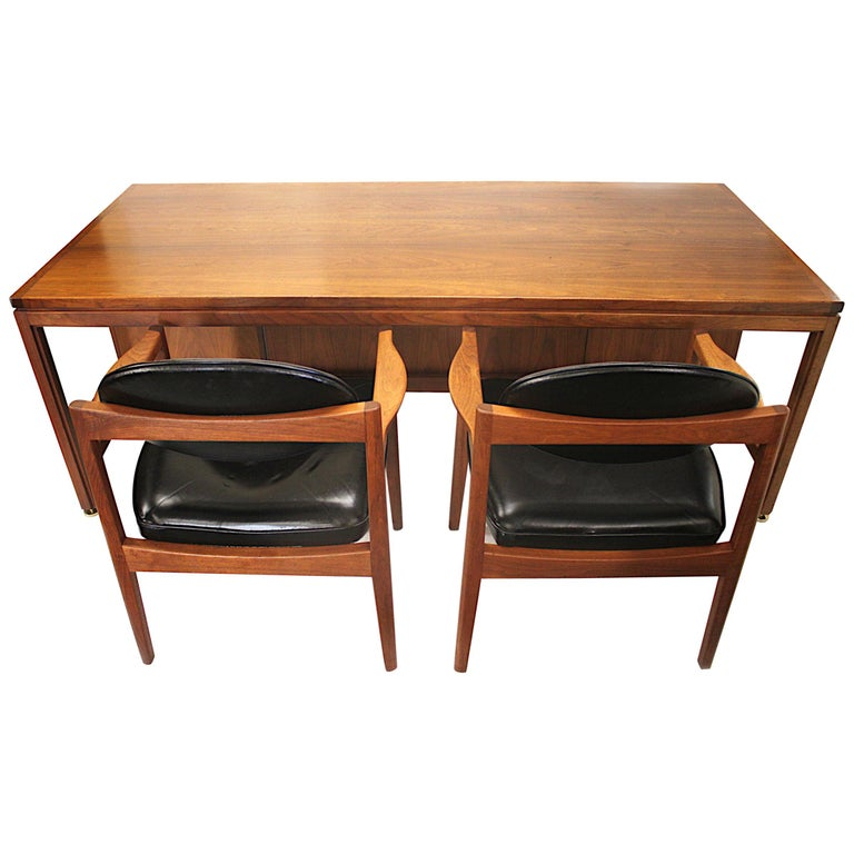 Vintage 1960s Walnut Executive Desk and Black Leather Guest Chairs by Jens Risom For Sale