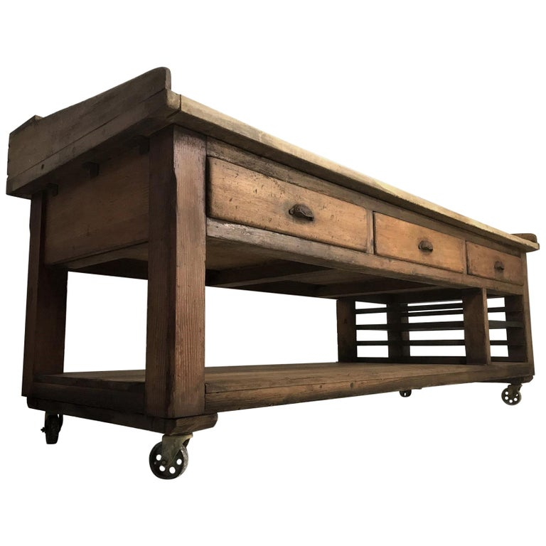20th Century Pine and Sycamore Bakers Table Kitchen Island Table Centerpiece For Sale