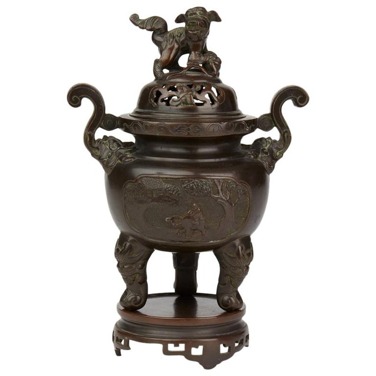 Antique Chinese Qing Bronze Censer and Stand, 19th Century For Sale
