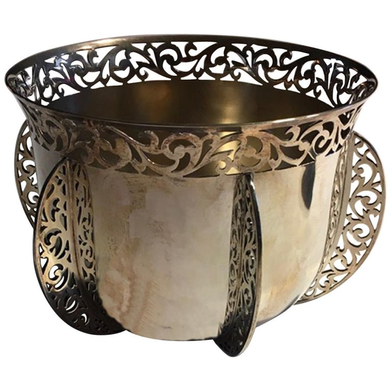 London Early 20th Century Bowl Centerpiece by Goldsmiths & Silversmiths For Sale