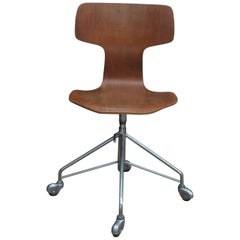 Arne Jacobsen Office Swivel Chair Model Hammer by Fritz Hansen in Denmark