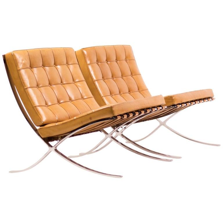 Paar Von Cognac Leder Barcelona Sessel Von Mies Van Der Rohe Für