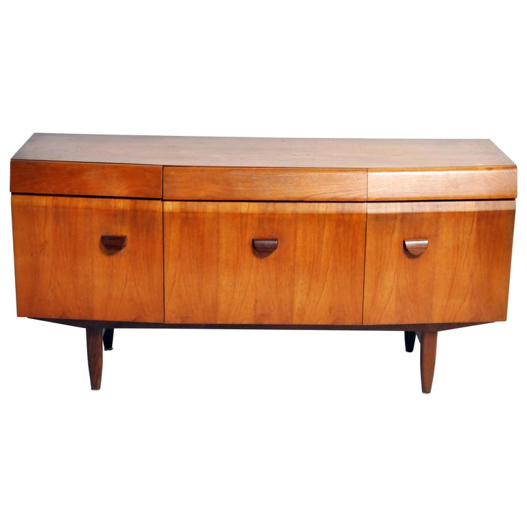 Mid-Century Modern Sideboard For Sale