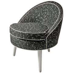 Monte Round Chair with three lacquered legs and contrasting welt