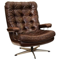 Danish Swivel Lounge Chair of Tufted Leather