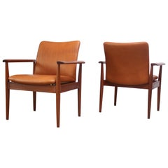 Pair of Finn Juhl Diplomat Armchairs for France & Son in Leather and Teak