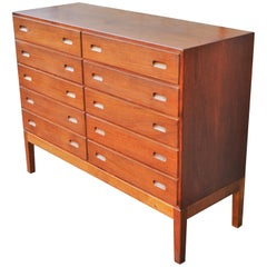 Rare Teak & Oak Borge Mogensen Quality 10-Drawer Dresser with Pedestal Base