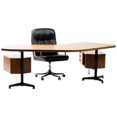 Early Osvaldo Borsani T96 Boomerang Desk and Executive Chair