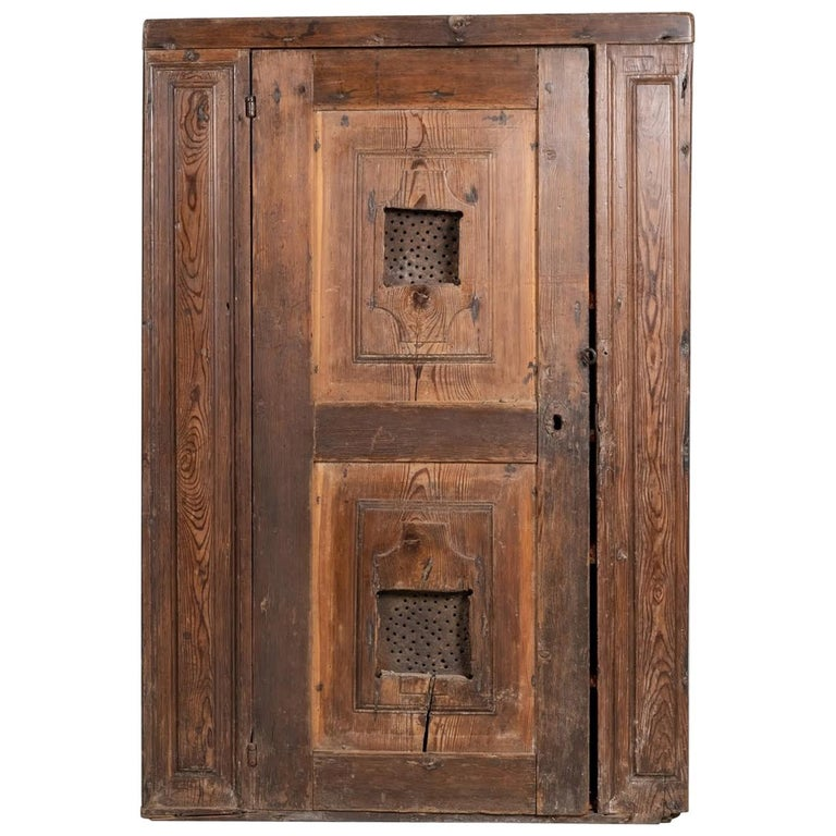 Larch Cupboard, Italy, circa 1600 For Sale