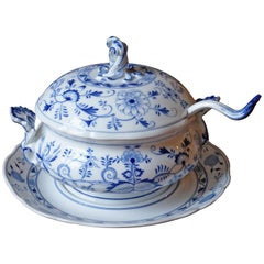 Huttensteinach Meissen Zwiebelmuster Soup Tureen with Underplate and Ladle