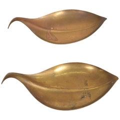 Mid-Century Modern Brass Dish Decorative Plates in Brass Leaf Shape
