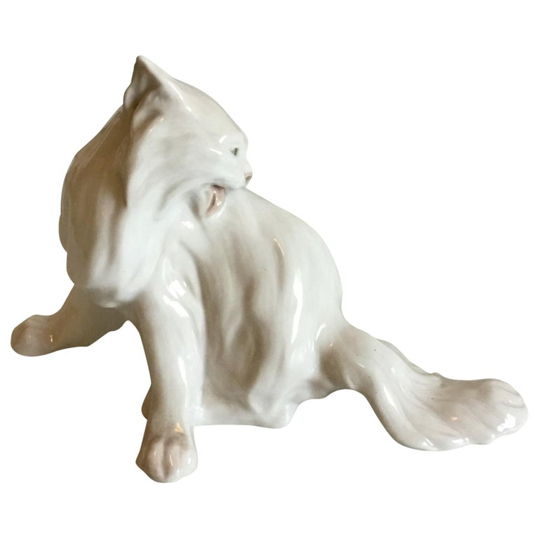 Royal Copenhagen Figurine of Cat Designed by Knud Kyhn No 774 For Sale