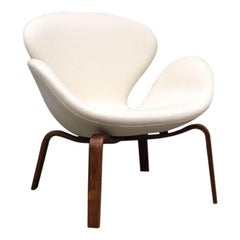"Rare Version of ""Swan"" Armchair by Arne Jacobsen with Wooden Base, circa 1960"
