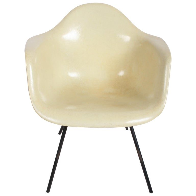 Charles Eames for Herman Miller Low DAX Shell Armchair For Sale
