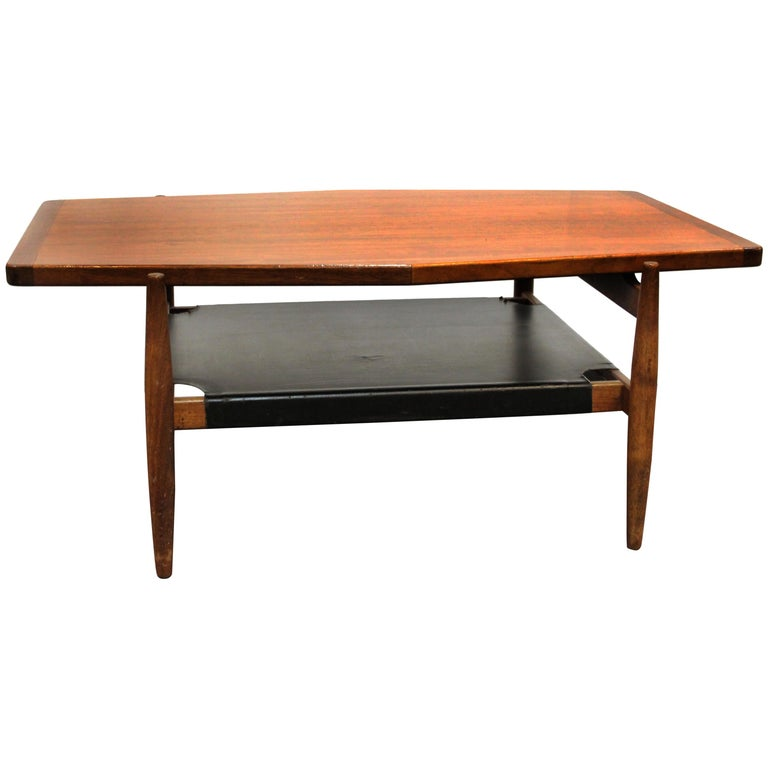 Jens Risom Mid-Century Modern Walnut and Leather Coffee Table For Sale