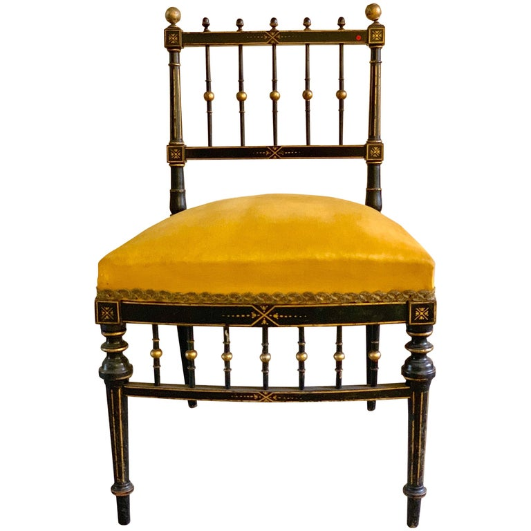 Early 20th Century French Chair with Gilt Detailing For Sale