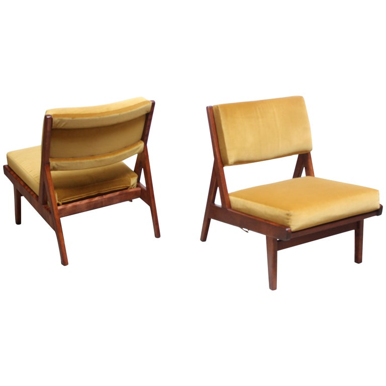 Pair of Jens Risom Low Lounge Chairs Model U-431 in Walnut and Velvet For Sale