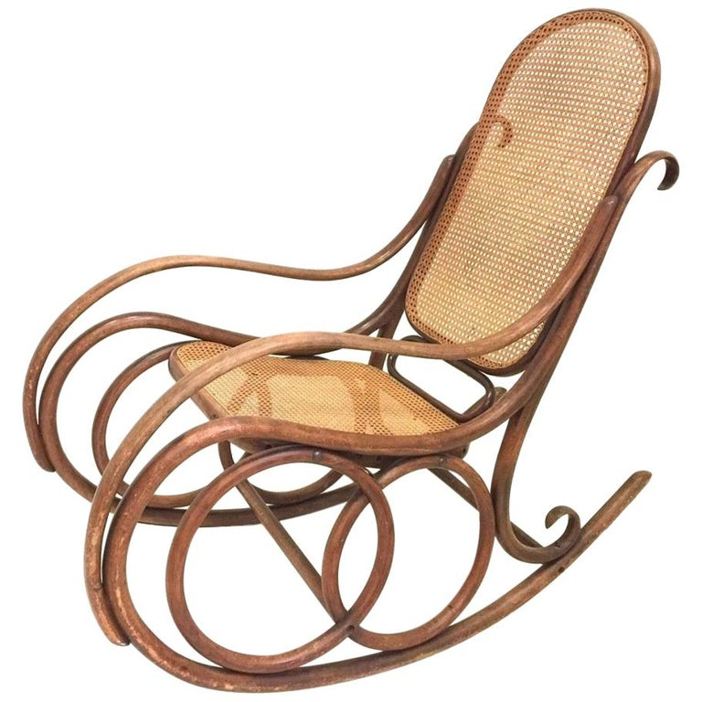 Authentic Thonet No. 10 Rocking Chair in Beechwood and Cane, circa 1890 For Sale
