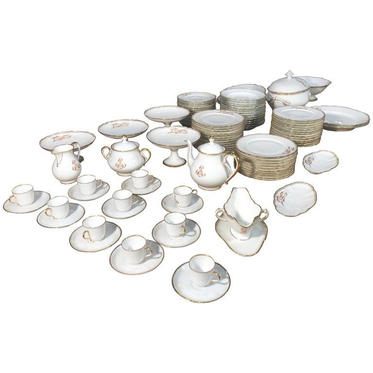 19th Century Ceramic Ginori Dinnerware Set Consisting of 102 Pieces, 1880s For Sale