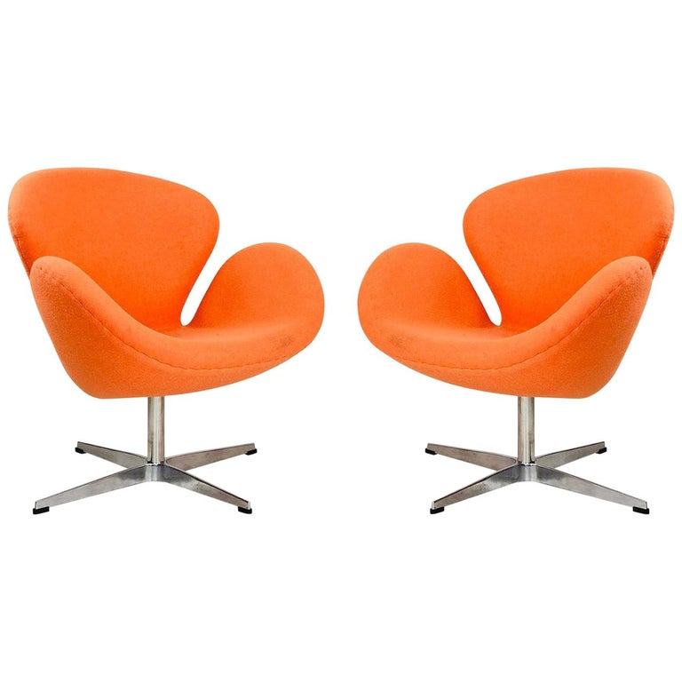 Pair of Vintage Swan Chairs in the Style of Arne Jacobsen