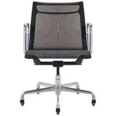 Aluminum Group Management Chair by Charles & Ray Eames for Herman Miller