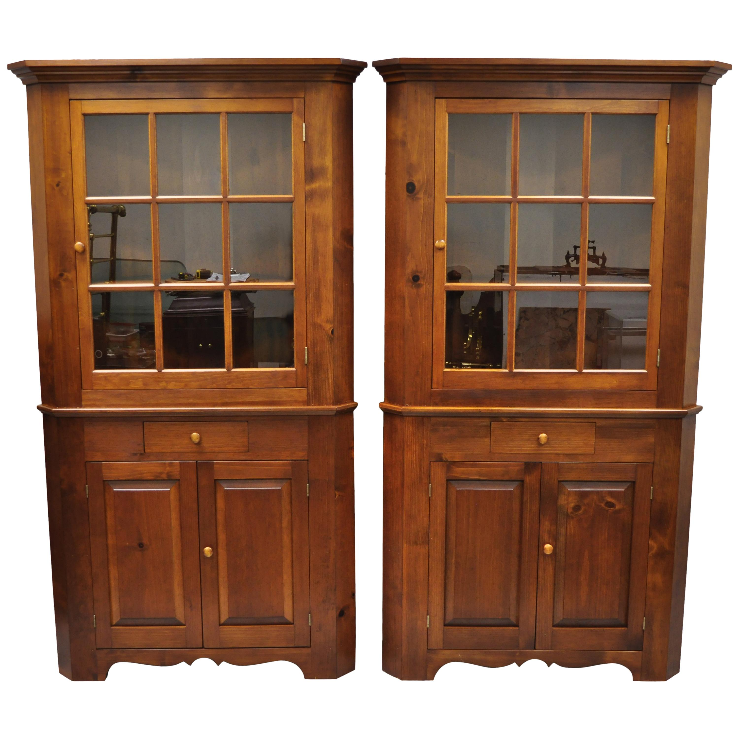 Bon Pair Of Pine Wood Colonial Style Corner Cupboard China Cabinets By Tom  Seely For Sale At 1stdibs