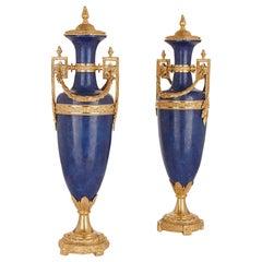 Zwei Französische Louis XVI Stil Lapislazuli und Vergoldete Bronze-Vasen