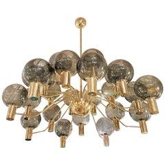 Riesiger Mid-Century Moderner 24-Arm Glas Globen/Messing Kronleuchter, Jakobsson-Stil