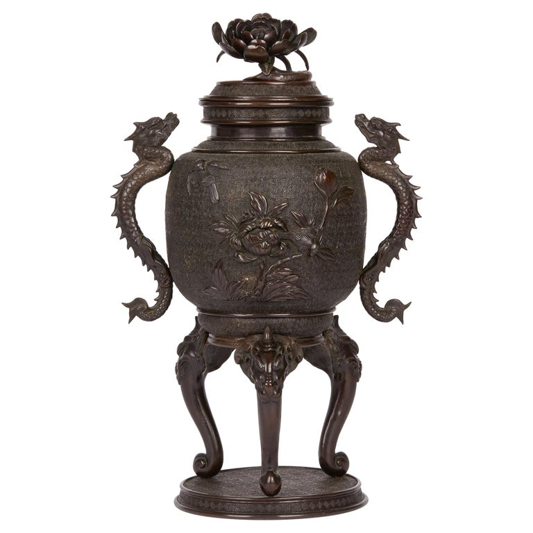 Large Japanese Meiji Bronze Lidded Urn, 19th Century For Sale