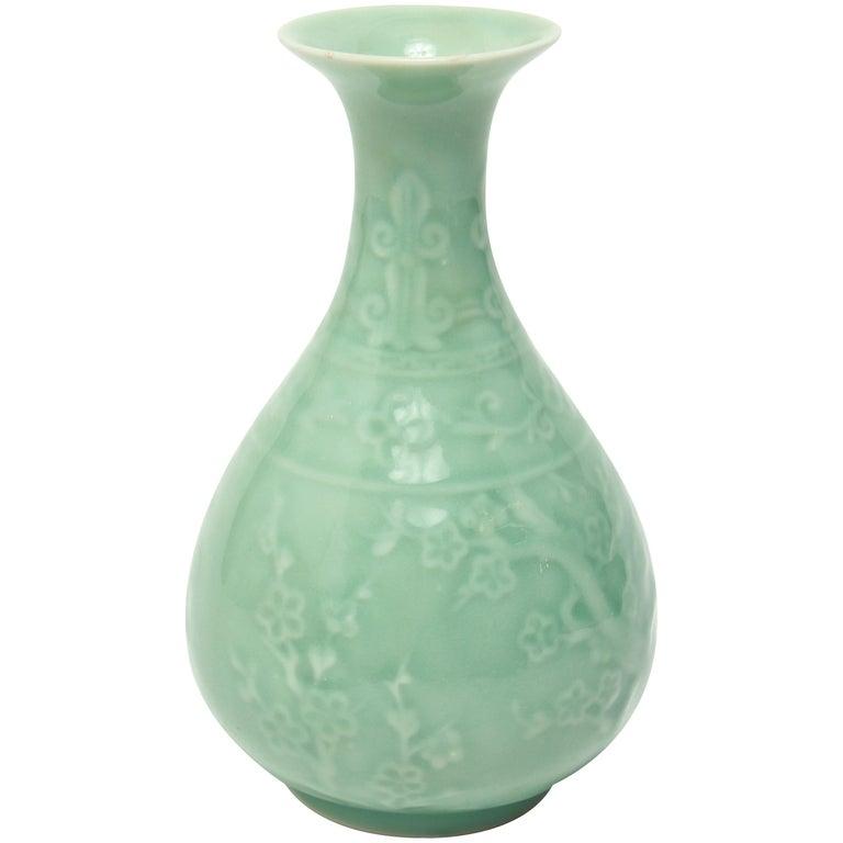 Chinese Longquan Celadon Yuhuchunping Bottle Vase For Sale