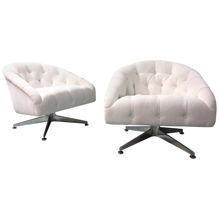 Ward Bennett Pair of Tufted Lounge Swivel Chairs, 1960s For Sale