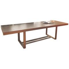 Hergestellt in Italien Zeitgenössischer Anpassbarer Eisenstruktur und Eichenholz Tisch