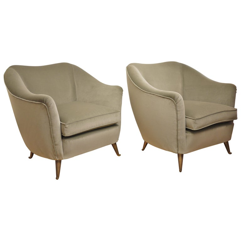 Pair of Federico Munari Mid-Century Modern Gray Velvet Armchairs for Isa For Sale