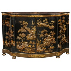 English 1880s Black Lacquered Two-Door Credenza with Gilded Chinoiserie Décor