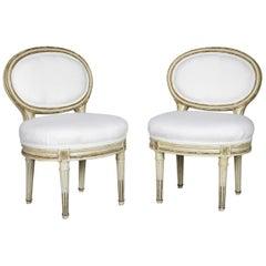 Paar Louis XVI-Stil bemalte Boudoir Stühle