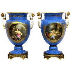 Paar Vergoldete Bronze Himmelblaue Porzellanvasen, Sèvres Stil, Spätes 19. Jahrhundert