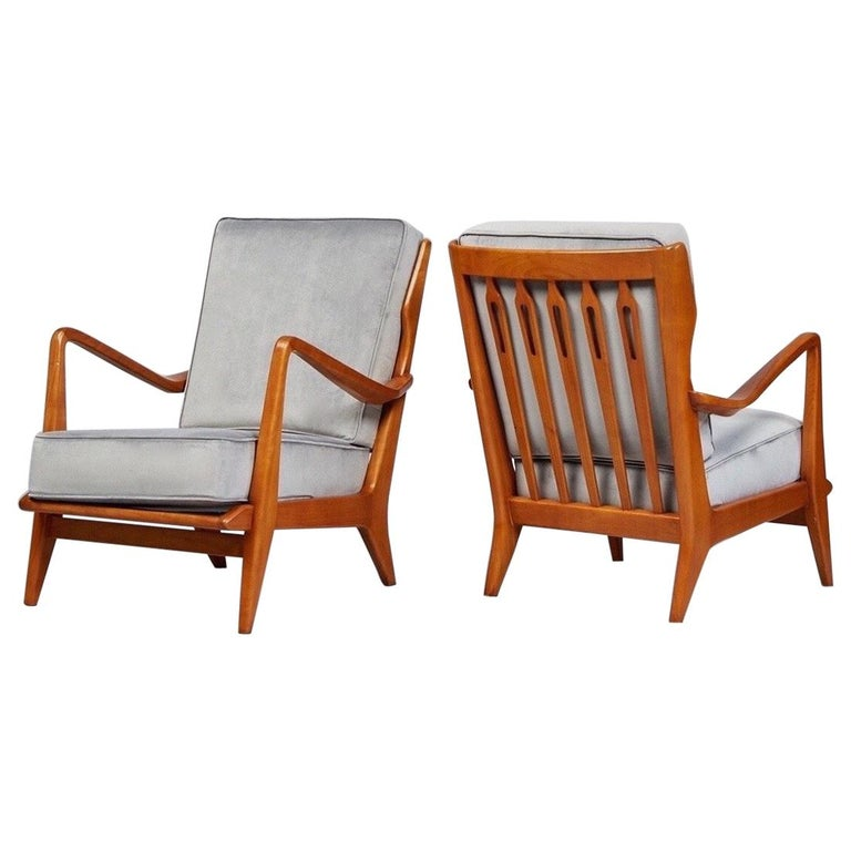 Gio Ponti Exquisite Pair of Sculptural Armchairs in Walnut & Velvet, Italy 1950s For Sale