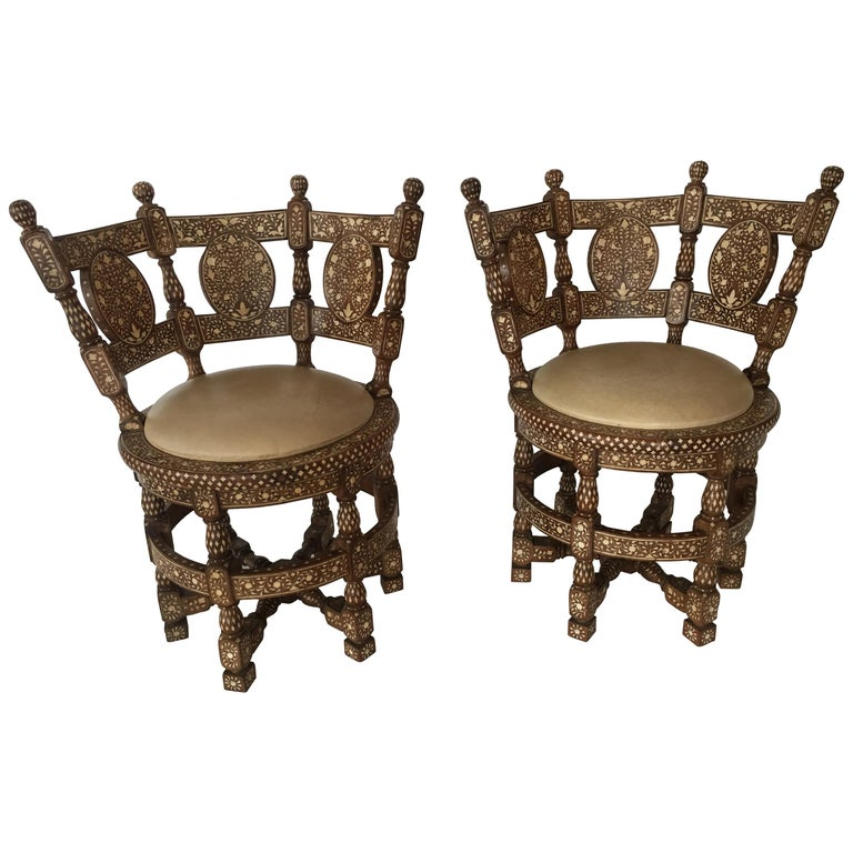 Pair of Colonial lounge chairs. Wood and upholstered Spinneybeck leather, 19th century.