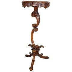 19tes Jahrhundert geschnitzt Italienisch Nussbaum Gueridon oder Podest Tisch