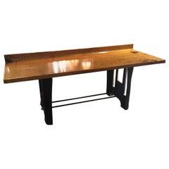 Ahorn-Tabelle mit nachgearbeitetem Vintage Stahl Industrie Basisformatvorlage, circa Mitte der 1900er
