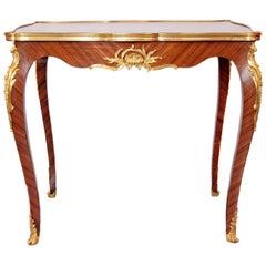 Ende des 19. Jahrhunderts Bronze französische Louis XV Kingwood und vergoldeten Tisch F. Linke Seite