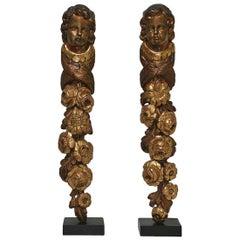 Paar Französische 18. Jahrhundert Barocke Ornamente aus Vergoldetem Holz mit Engelsköpfen