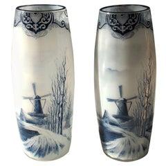 """Französische späten viktorianischen Legras paar Emaille Glas """"Delft"""" Vasen, um 1900"""